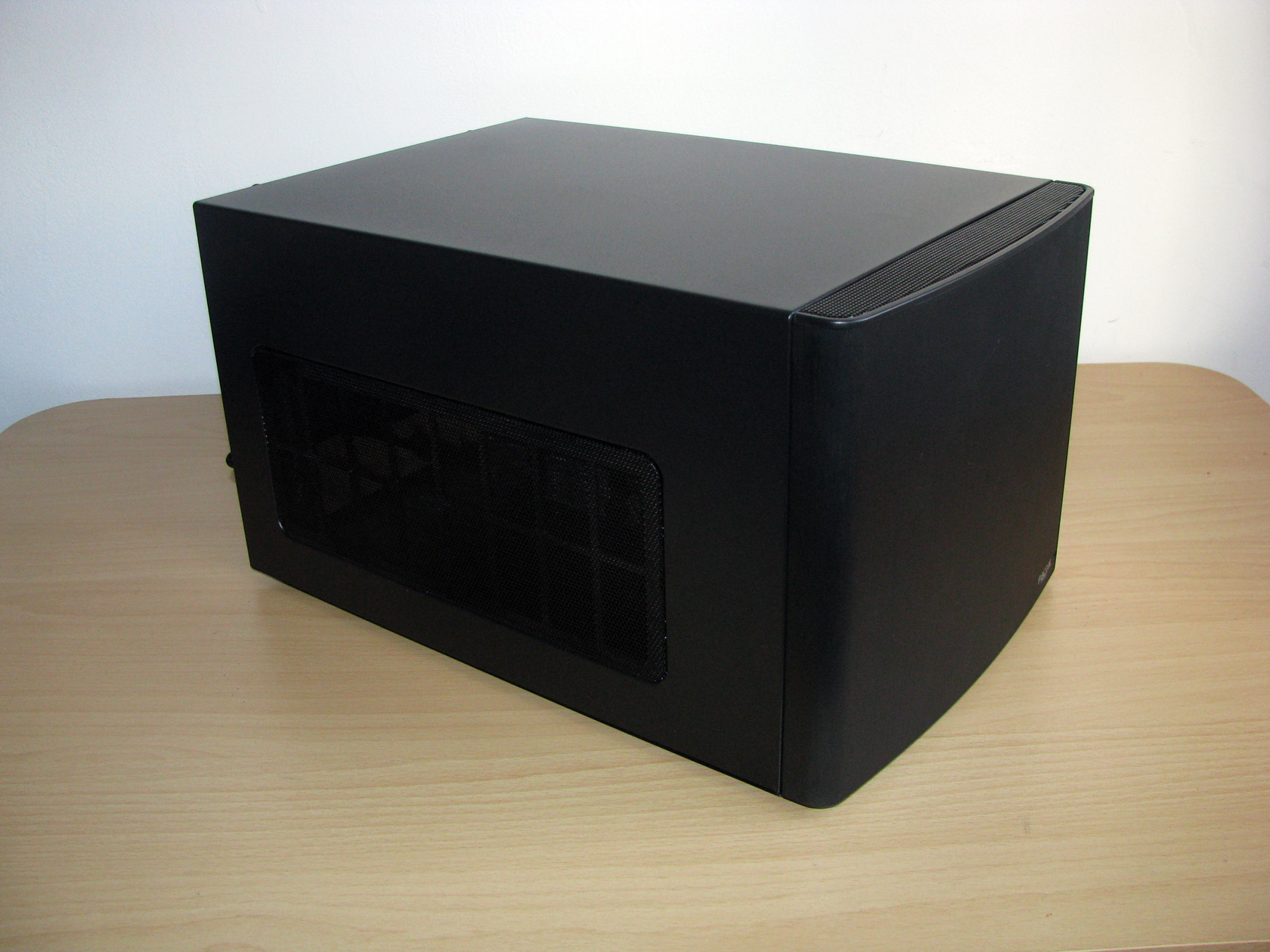 The Case Offers A Pretty Clean And Stylish Design Its Made Of Parts SECC Painted In Black While Front Panel Is Plastic